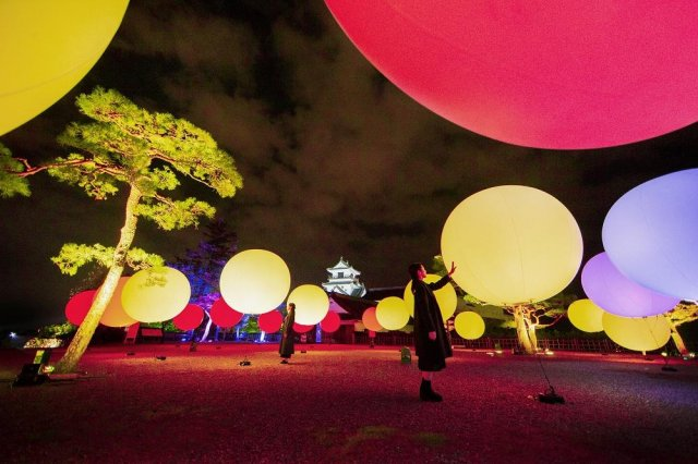 (The event has ended)teamLab:Digitized Kochi Castle opens Friday, November 8th. Kochi Castle, one of Japan's three best castles as seen at night, will be transformed into an interactive digital art space.
