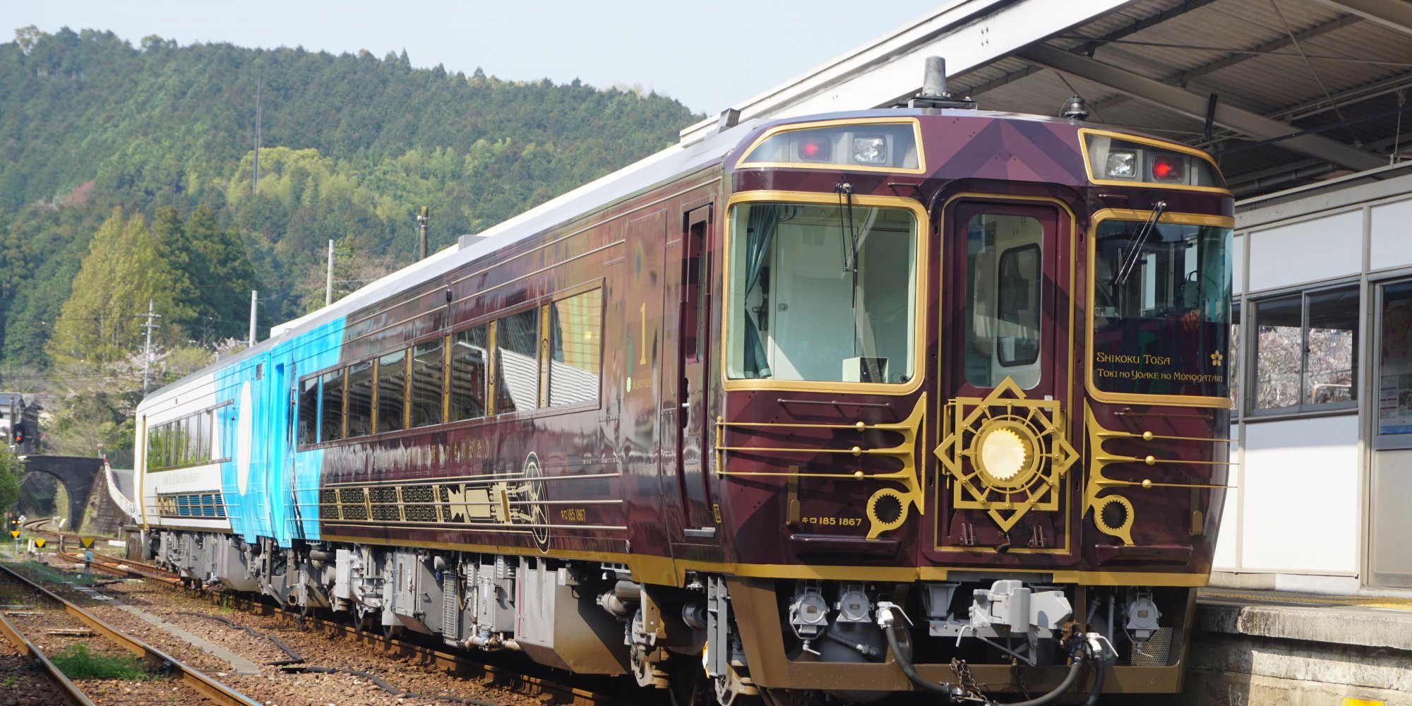 A new sightseeing train runs through Kochi from July 4th!